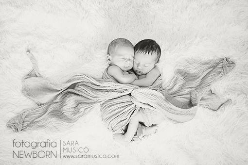 Reportajes-de-bebes-recien-nacidos-fotografo-madrid-sara-musico-MartinyEdurne7z