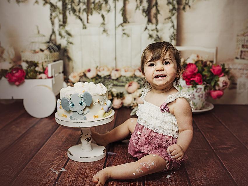 Book fotos smash cake niña riendo